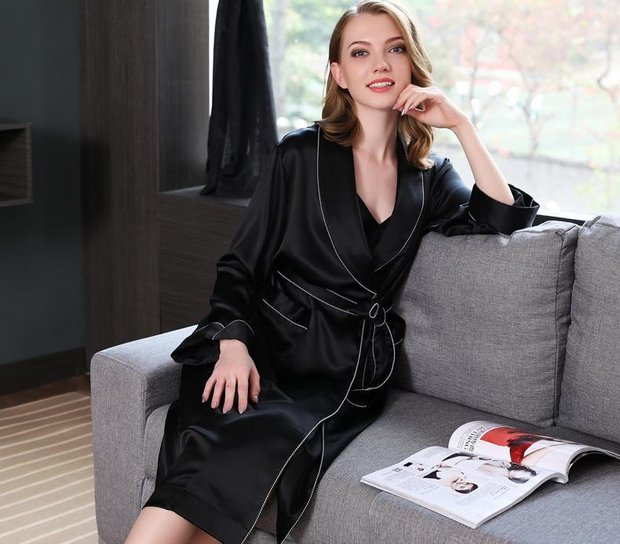 22 Momme High Quality Women's Contra Trim And Full Length Silk Robe、Real Silk Life