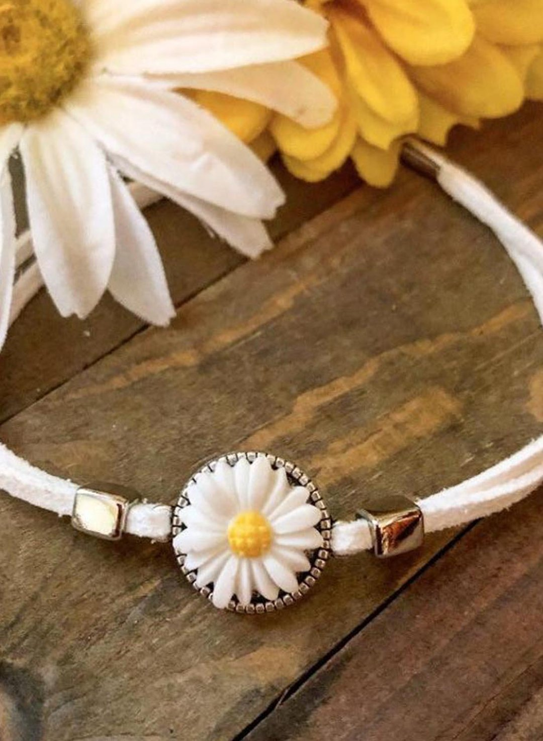 White Women's Necklaces Daisy Collar Clavicle Chain Short Neckband Necklace LC012352-1