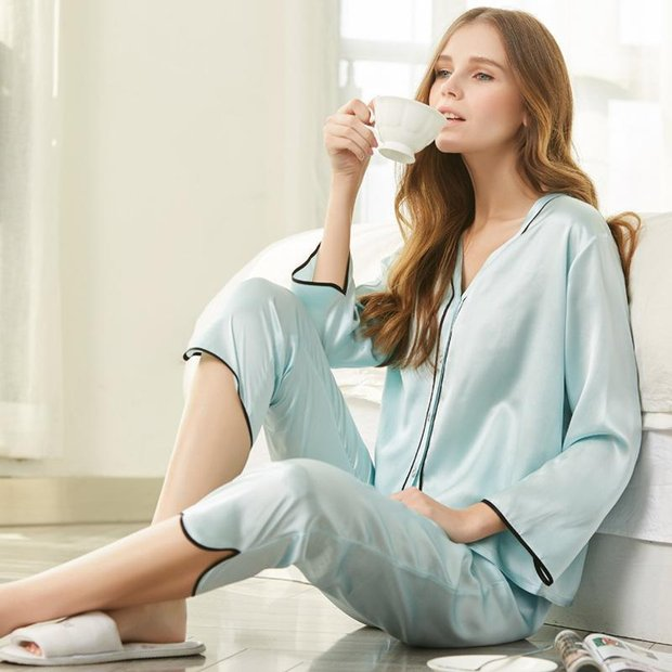 19 Momme Women's Elegant Silk Pajamas Set Blue、Real Silk Life