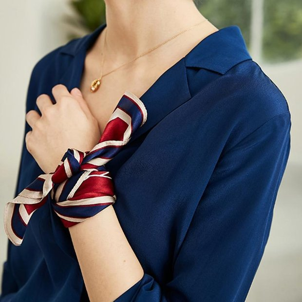 Women Navy Blue V Neck Silk Blouse、Real Silk Life