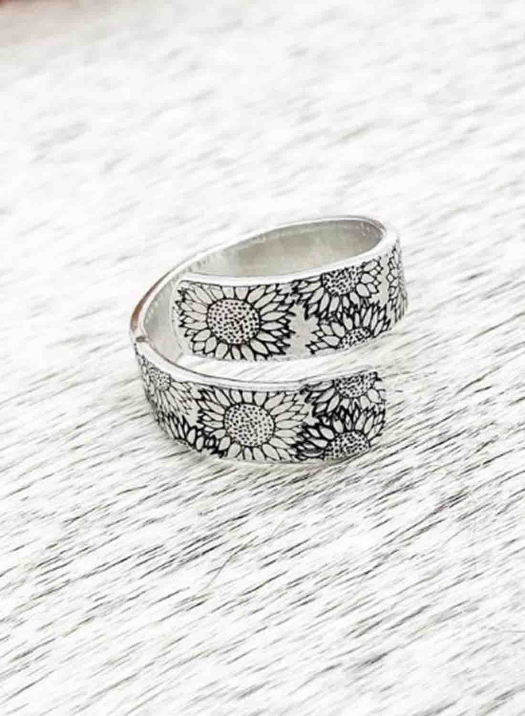 Silver Women's Rings Double Carved Daisy Ring LC011509-13