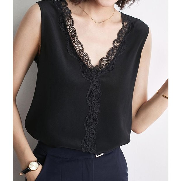 V-neck Lace Decorated Neckline Silk Tee 丨 Two Colors Selected、Real Silk Life