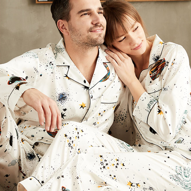 22 Momme Univers Printed Long Sleeves Classic Silk Pajamas Set For Couple、REAL SILK LIFE